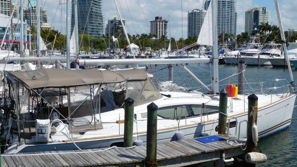Jeanneau 45DS At dock