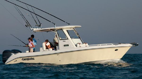Everglades 275 Center Console Manufacturer Provided Image
