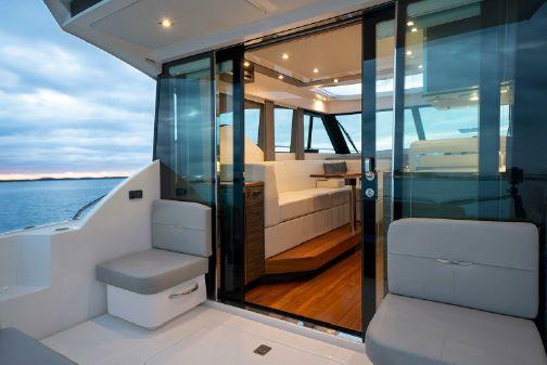 Tiara Yachts 39 Coupe image