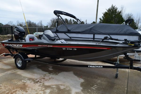 Tracker Pro Team 175 TXW w/ 60 ELPT FourStroke and Trailer