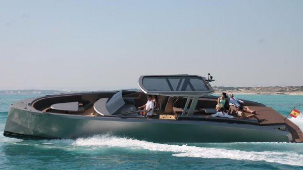 Vanquish Yachts 48 DC