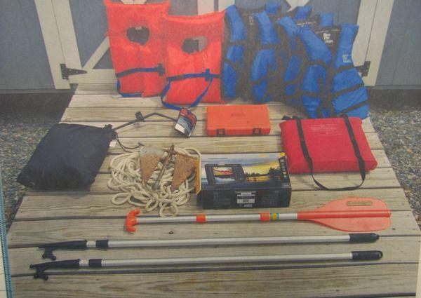 Tracker FISHIN BARGE21 image