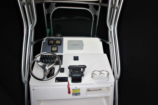 Robalo R240 Center Console image
