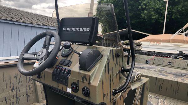 SeaArk Predator 220 FS
