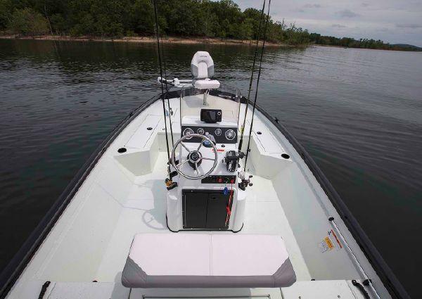 Crestliner 2000 Bay image
