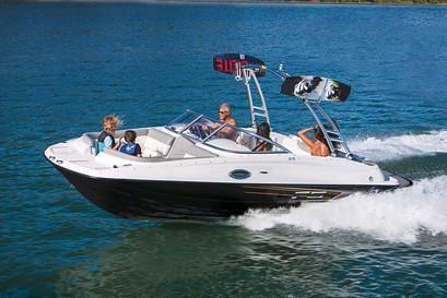 Bayliner 215 Deck Boat image