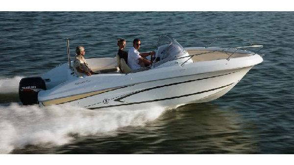 Beneteau. Flyer 650 Sundeck Manufacturer Provided Image