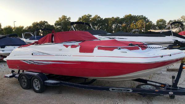 Rinker 240 Captiva Deckboat