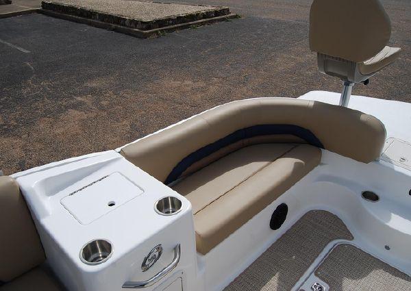 Hurricane FunDeck 198 OB image
