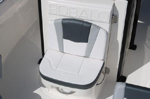 Robalo r272 image
