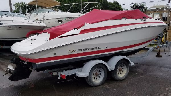 Regal 2250 Cuddy