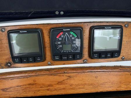 Hylas Center Cockpit image