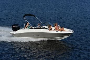 Stingray 191DC Full Windshield W/Side by Side Capt. Chairs