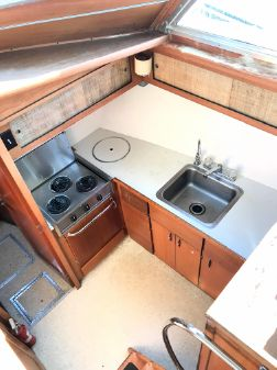Hatteras 41 Twin Cabin image