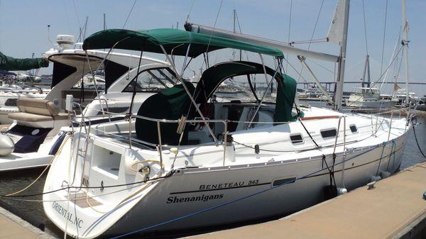 Beneteau 343 Boat in slip