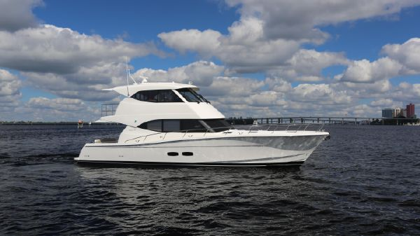 Maritimo M50 Motor Yacht Starboard Profile