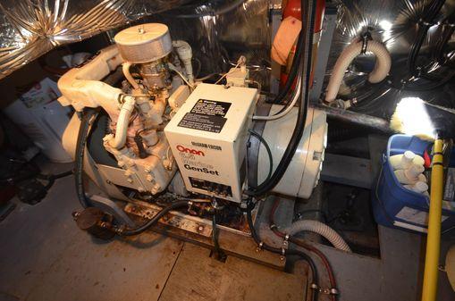 Chris-Craft 410 Commander image