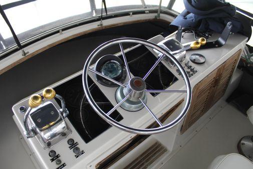 Tiara Yachts 3100 Flybridge image