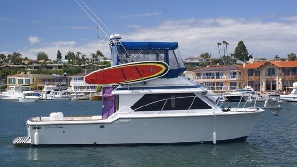 Chris-Craft 315 Commander Starboard On the Water