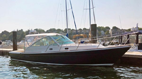 Hunt Yachts Harrier 36 Express