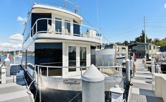 Bravada Custom House Boat