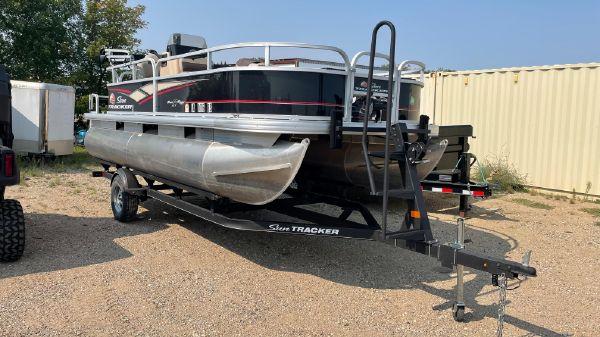 Sun Tracker Bass Buggy 18DLX