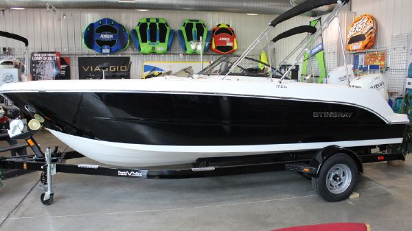 Stingray 172SC SIDE CONSOLE DECK