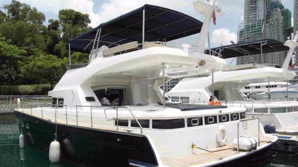 Beneteau Lagoon 44 Power Cat
