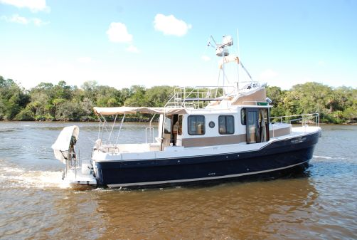 Ranger Tugs 31 Command Bridge image