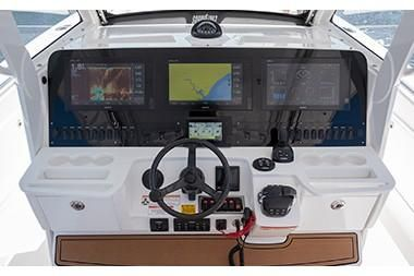 Everglades 435 Center Console image