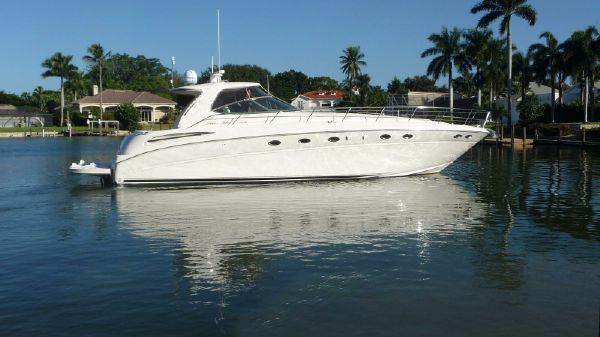 Sea Ray 510 Sundancer Exterior