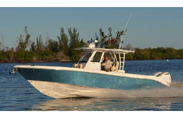 2018 Everglades 335 Center Console