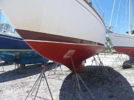Cape Dory 33 image