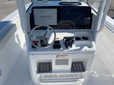Sea Hunt Gamefish 27 Coffin Box image