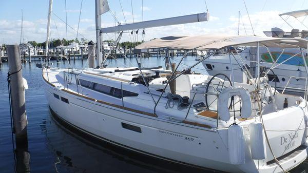 Jeanneau 469 At dock