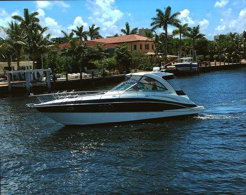 Cruisers Yachts 380 Express - main image