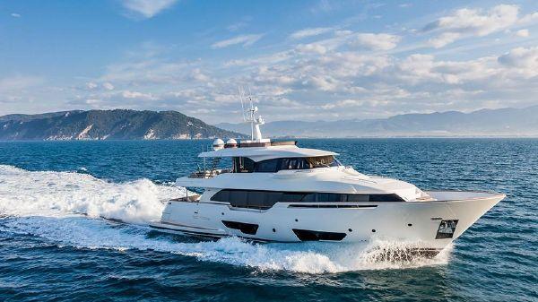 Ferretti Yachts Custom Line Navetta 28