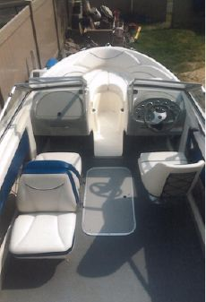 Bayliner 195 Discovery image