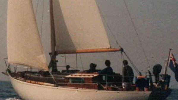 Robert Clark 37' sloop Main
