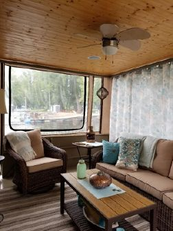 Stardust Cruisers Live Aboard Houseboat image