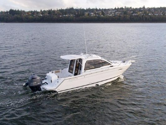 Cutwater C-242 Sport Coupe SE - main image