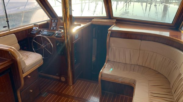Uniflite 36 Double Cabin