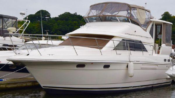 Cruisers Yachts 3750 Motoryacht 2003 Cruisers Yachts 3750 MY