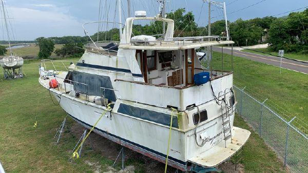 Marine Trader 43 Sundeck