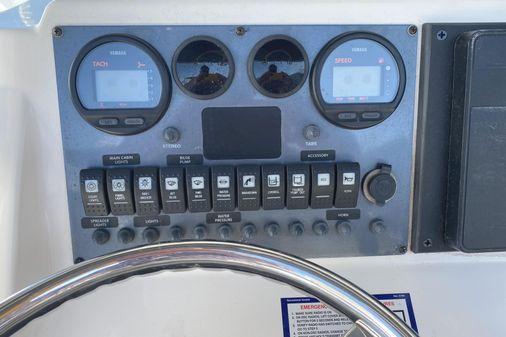 Robalo R220 Center Console image