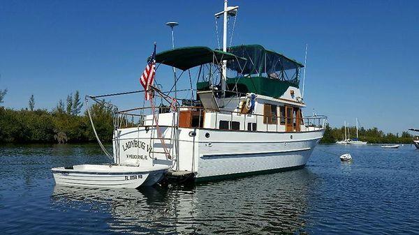 Marine Trading Marine Trader 00 38' Marine Trader Lady Bug VI starboard stern.jpg
