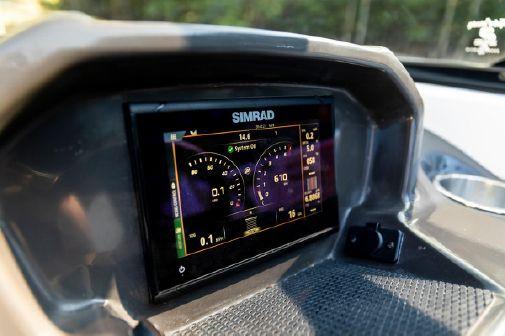 Bayliner VR5 Cuddy image
