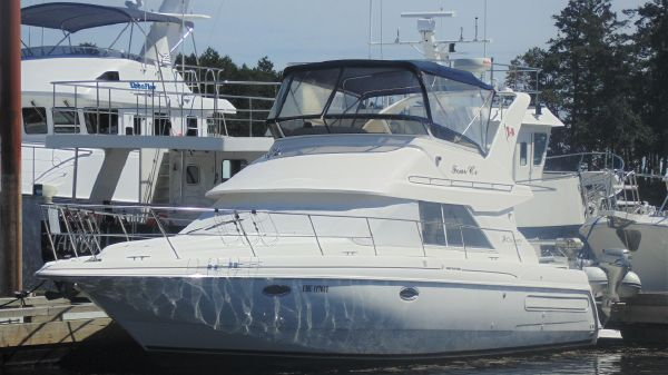 Cruisers Yachts 3585 Flybridge