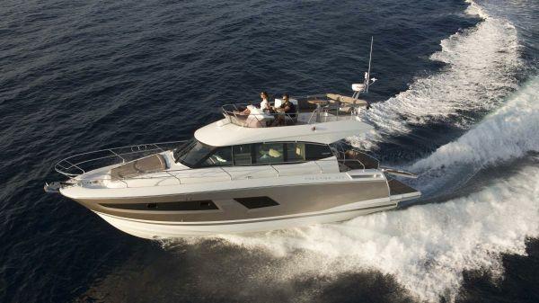 Prestige Yachts 420 Fly Port Side