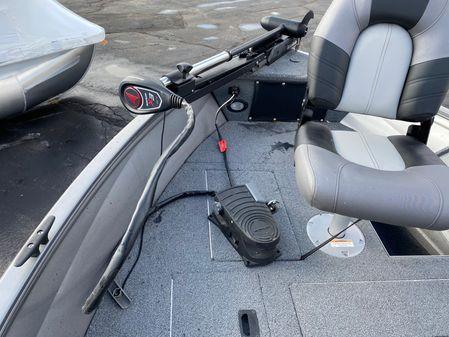 Crestliner Fishing image